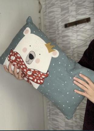 Подушка с белым медведем 35*55 см