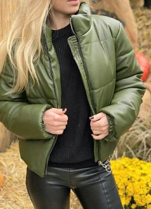 Теплая кожаная дутая куртка зефирка с воротником