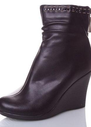 Продам женские демисезонные ботинки