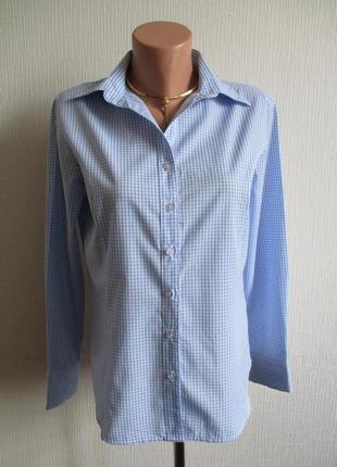 Нежная голубая рубашка в клетку