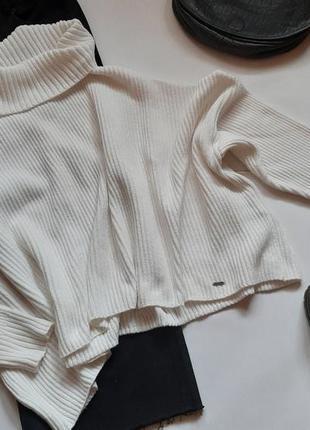 Объемный укороченый свитер