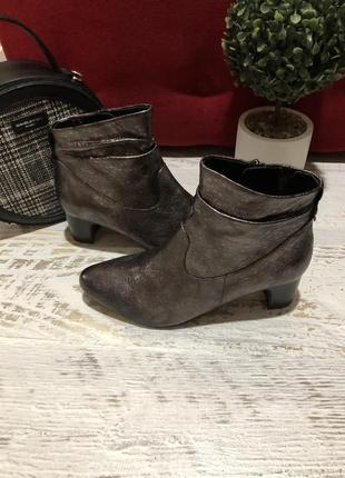 Новые фирменные ботинки 37р.