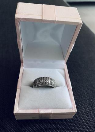 Серебряное кольцо с россыпью камней кольцо в камнях