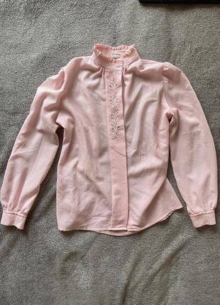 Блуза нежно розового цвета с вышивкой