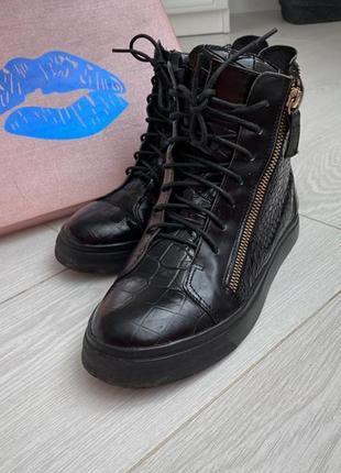 Ботинки,кроссовки zanotti.кожа