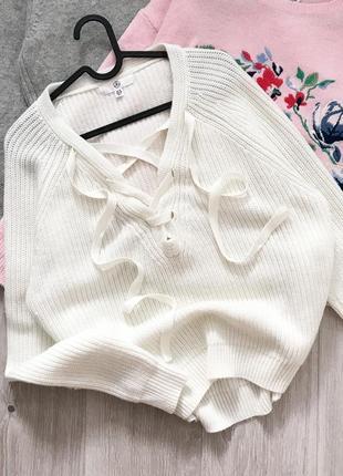 Молочный свитер со шнуровкой missguided
