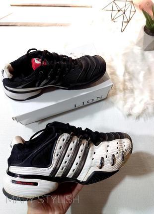 Крутые кроссовки черно белые