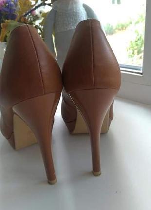 Очень красивые туфли в идеальном состоянии