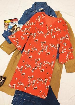 Платье красное прямое трапеция в цветочный принт оверсайз vero moda
