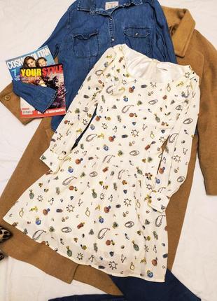 Hyphen world gallery платье бежевое с воланом в принт помада