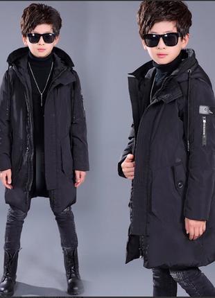 Черный стильный длинный пуховик для мальчика