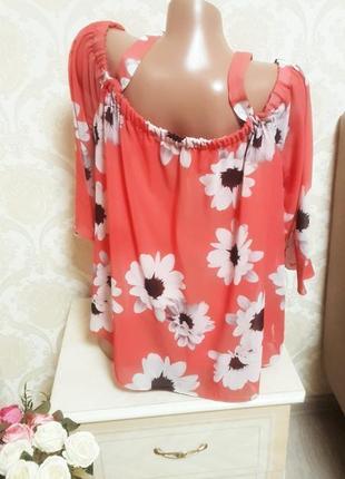 Легкая яркая летняя блуза с открытыми плечями5 фото