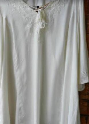 Красивая молочного цвета туника с вышивкой, батального размера