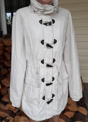 Куртка кремового цвета на флисовом подкладе