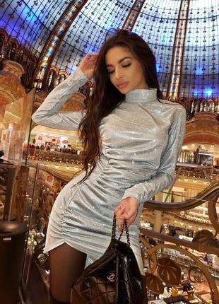Мерцающее ассиметричное платье для ярких вечеринок