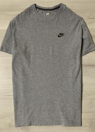 Оригінальна футболка nike sportswear