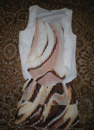 Платьее без рукавов,плиссировка,брендовое.