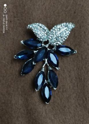 Брош с синими кристаллами