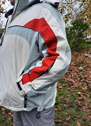 Крутая горнолыжная куртка