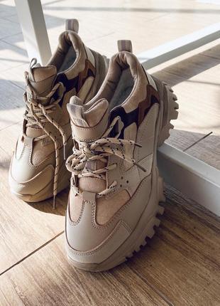 Невероятно удобные и теплые бежевые кроссовки/наложеный 100 грн