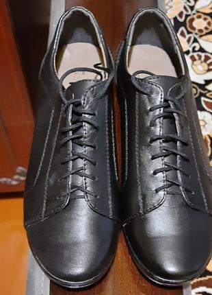 Кожаные туфли 36 размер чёрные на шнурках