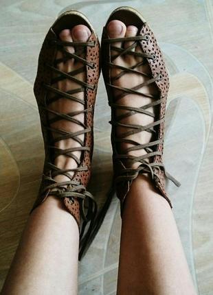 Новые кожаные босоножки bershka
