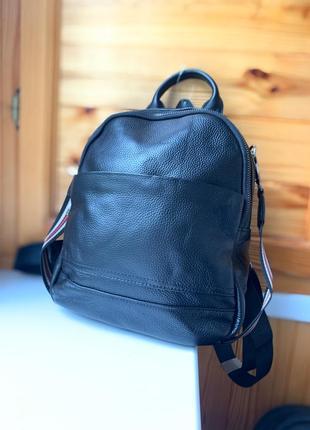 Женский рюкзак сумка из натуральной кожи / женские кожаные рюкзаки / черный