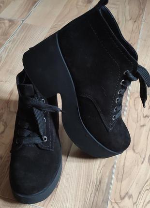 Шикарные, натуральные ботинки