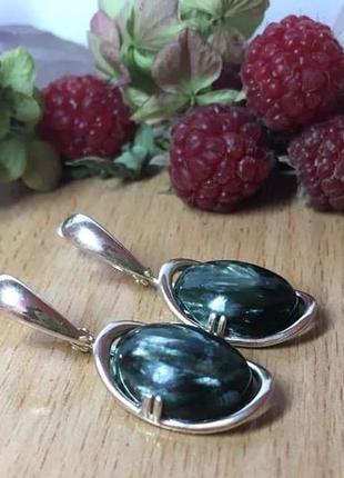 Серебряные серьги с натуральным серафинитом