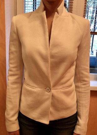 Пиджак белый с длинным рукавом stradivarius