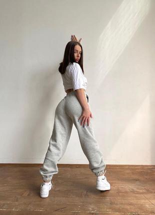 Женские спортивные штаны джоггеры прогулочные дома серые резинка теплые трехнить