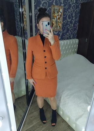 Шикарный костюм от naveboot!ткань 100%шерсть,с подкладом! размер указан 36,будет и на 38