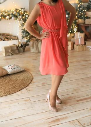 Оригинальное платье .праздничное платье с пайетками