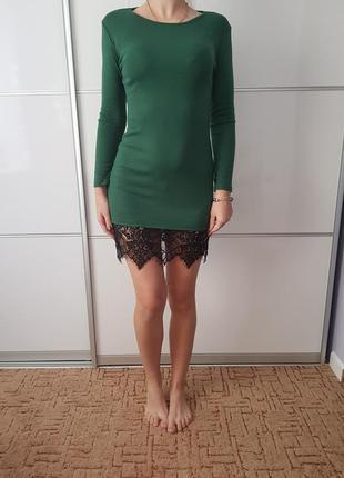 Актуальное трикотажное платье с кружевом