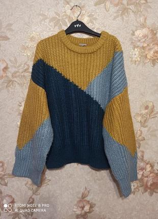 Свободный теплый свитер абстракция
