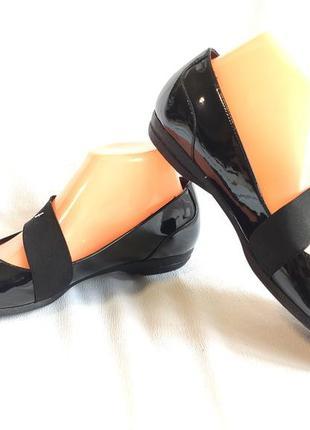 Балетки женские черные кожаные лаковые clarks