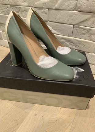 Новые туфли geox p.37.5