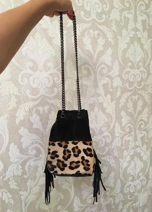 Замшевая сумка с мехом пони леопардовая с лапшой