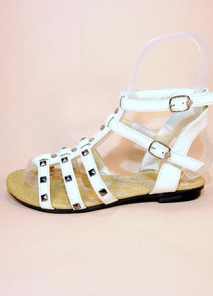 Босоножки сандали лёгкие на низком ходу летние, белые и сиреневые.