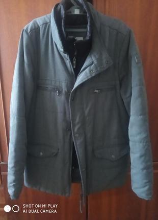 Демісезонна куртка на підлітка