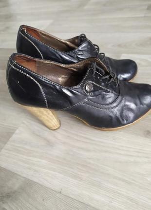 Ботинки ботильоны туфли на каблуке кожаные