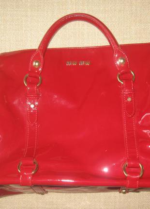 Червона лакова сумка miu miu / красная лаковая сумка miu miu