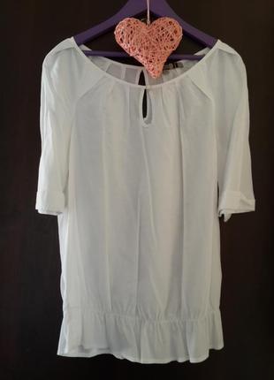 Красивая белоснежная блуза