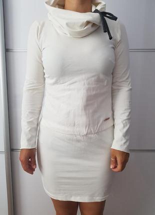 Стрейчевое платье с длинным рукавом молочного цвета*