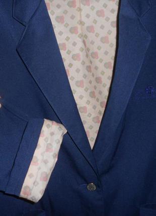 Красивенный стильный  пиджак с манжетами