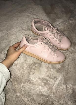 Нежно розовые кроссовки кеды bershka