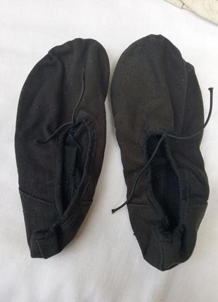 Черные балетки из ткани на завязках