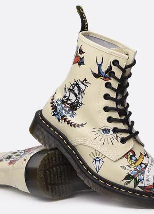 Обалденные новые кожаные ботинки 🥾цвет  слоновая кость с рисунком «тату»