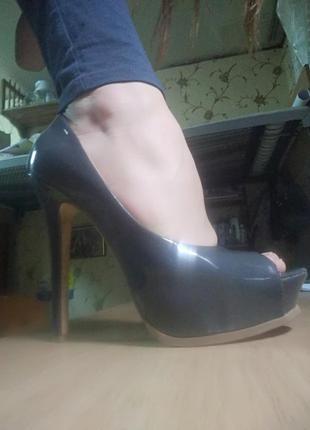 Туфли серые с открытым носком
