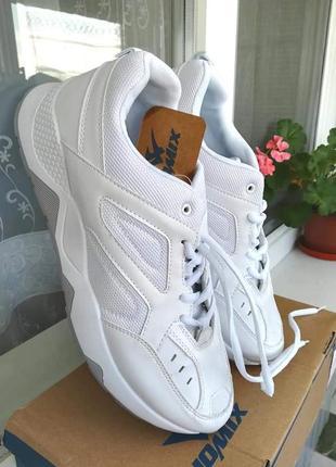 Белые кроссовки новые